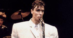 Ο David Byrne ζωγράφιζε για να αντιμετωπίσει την κόπωση του…