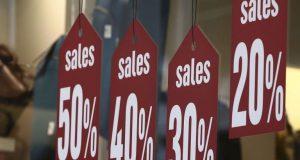 Ενδιάμεσες εκπτώσεις: Ανοιχτά καταστήματα την ερχόμενη Κυριακή
