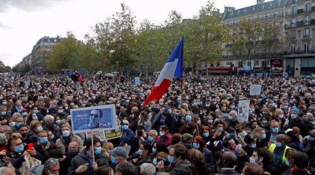 Γαλλία: Χιλιάδες πολίτες στους δρόμους για τον αδικοχαμένο καθηγητή (Photos)
