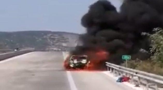 Αυτοκίνητο κάηκε ολοσχερώς στην Ιόνια Οδό