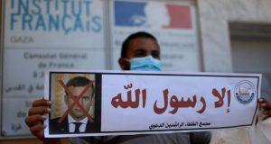 Γάζα: Οργή Μουσουλμάνων κατά Μακρόν – Κάψανε φωτογραφίες του