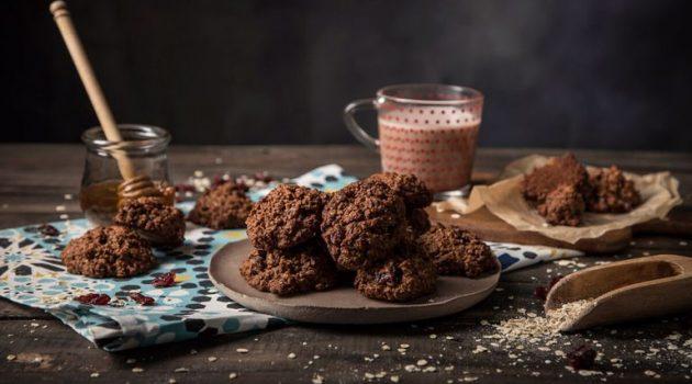 Σοκολατένια μπισκότα βρώμης με μέλι