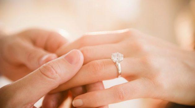 Μια ξεχωριστή πρόταση γάμου στο Λιμάνι της Ναυπάκτου (Video)