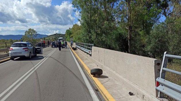 Σφοδρή σύγκρουση ταξί με Ι.Χ. στη Γέφυρα Στράτου – «Άγιο» είχαν οι οδηγοί