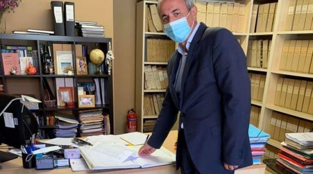 Ο Δήμαρχος Θέρμου αποδέχθηκε τη δωρεά στη μνήμη του Λάμπρου Λόη