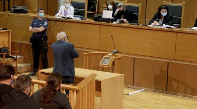 Ο πατέρας του Κ. Μπαρμπαρούση στο δικαστήριο για πιθανή αναστολή
