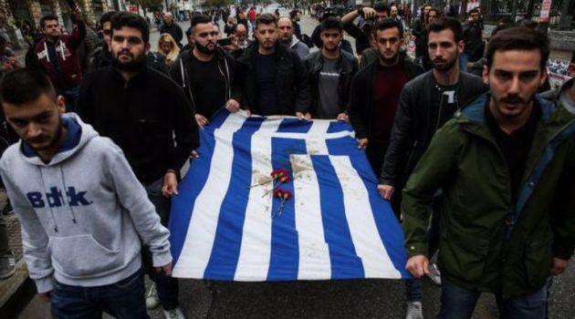 Ο Χρυσοχοΐδης ακύρωσε την πορεία για το Πολυτεχνείο λόγω κορωνοϊού