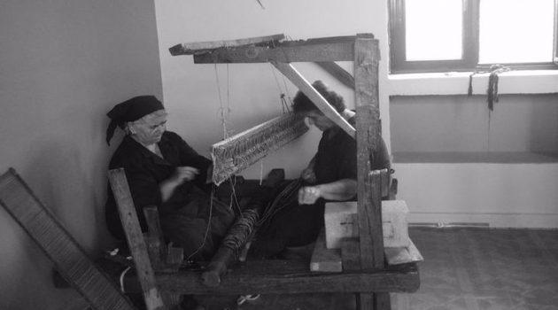 Ξηρόμερο: Ένας παραδοσιακός ξύλινος αργαλειός στο Λαογραφικό μουσείο Αγράμπελου