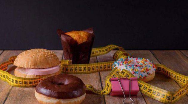 Κακή διατροφή: Τα 8 σημάδια που στέλνει το σώμα σας
