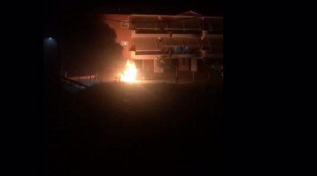 Μεσολόγγι: Αυτοκίνητο κάηκε oλοσχερώς (Photos)