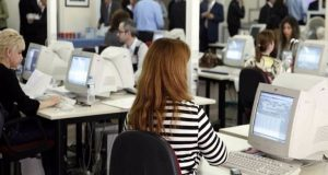 Χιλιάδες εργαζόμενοι θα βρεθούν εκτός αναστολών συμβάσεων εργασίας