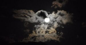 Αγρίνιο: Tο αποψινό φεγγάρι… ανατολή από το Παναιτωλικό Όρος (Photos)