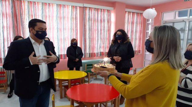 Ο Γ. Παπαναστασίου στον Παιδικό Σταθμό Στράτου – Η έκπληξη για τα γενέθλιά του (Photos)