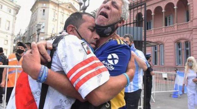 Μαραντόνα: Ένωσε και τους οπαδούς των Μπόκα-Ρίβερ (Photos)