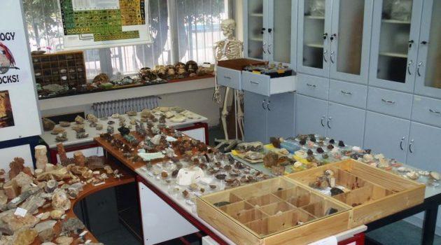 Το μικρό Μουσείο Ορυκτών και Απολιθωμάτων του 3ου ΓΕ.Λ. Αγρινίου (Photos)