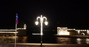 Φωτίστηκε Χριστουγεννιάτικα η Ναύπακτος (Video)
