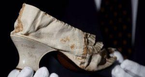 Ένα παπούτσι της Μαρίας Αντουανέτας δημοπρατείται εν μέσω πανδημίας