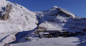 Έπεσαν τα πρώτα χιόνια στον Παρνασσό – Εικόνες από drone…