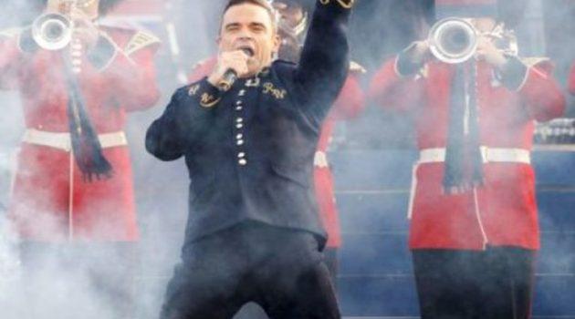 Ρόμπι Γουίλιαμς: Με ένα τραγούδι θέλει να σώσει τα Χριστούγεννα (Video)