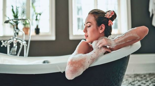 Συμβουλές για να φροντίσετε σωστά το δέρμα σας στην καραντίνα