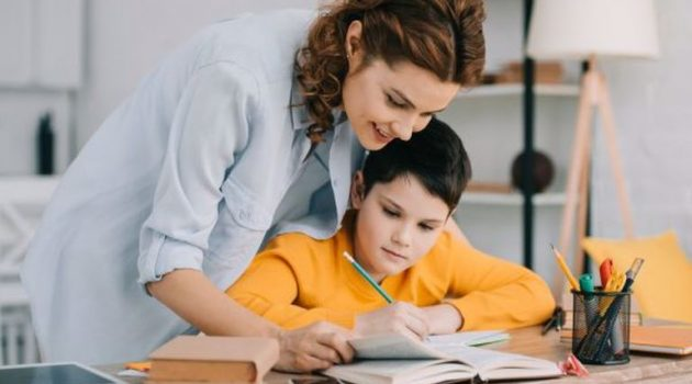 Γιατί δεν πρέπει να πιέζουμε τα παιδιά για καλούς βαθμούς