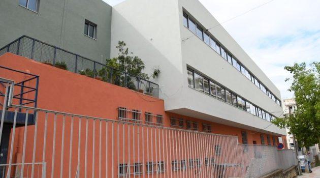 Ελαιοχρωματισμός ογδόντα τεσσάρων σχολείων και σχολικών συγκροτημάτων