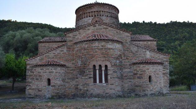 Ο Ναός της Παναγίας Παναξιώτισσας στηΓαυρολίμνη (Photos)