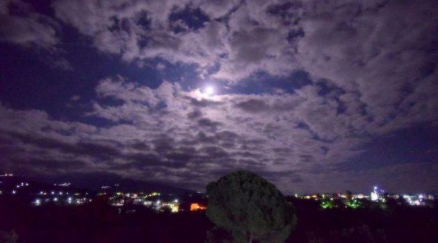 Αγρίνιο: Εντυπωσιακές φωτογραφίες από το αποψινό φεγγάρι