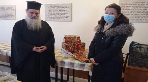 Αγρίνιο: Η Εύη Παππά-Φαρμάκη στα συσσίτια του Αγίου Δημητρίου στην Ευαγγελίστρια