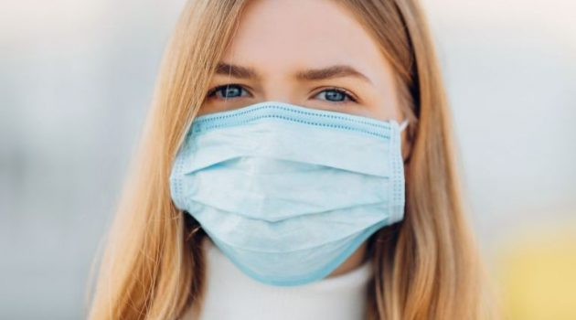 Ελληνική Επιτροπή Λοιμωξιολόγων: Σύσταση για τη χρήσης διπλής μάσκας