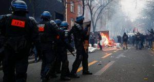 Παρίσι: Δακρυγόνα και επεισόδια για το νομοσχέδιο ασφάλειας (Photos)