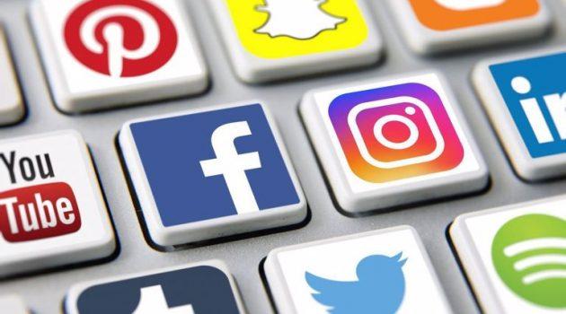 «Κολλημένοι» με τα social media οι Έλληνες