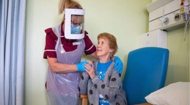 Βρετανία: 2η δόση του εμβολίου για την 90χρονη που εμβολιάστηκε πρώτη (Video)