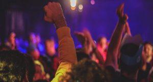 Κορωνο-πάρτι με σ@ξ, ναρκωτικά, διπλωμάτες και Ευρωβουλευτή στις Βρυξέλλες