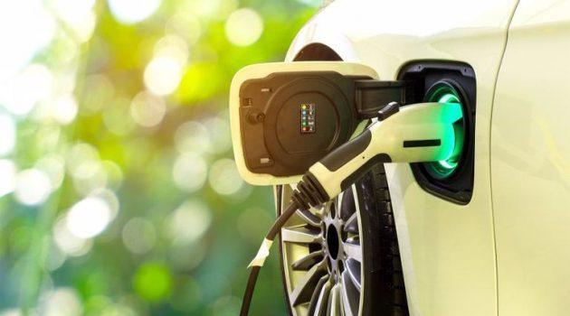 Σε 30 εκατ. ηλεκτροκίνητα έως το 2030 στοχεύει η Κομισιόν