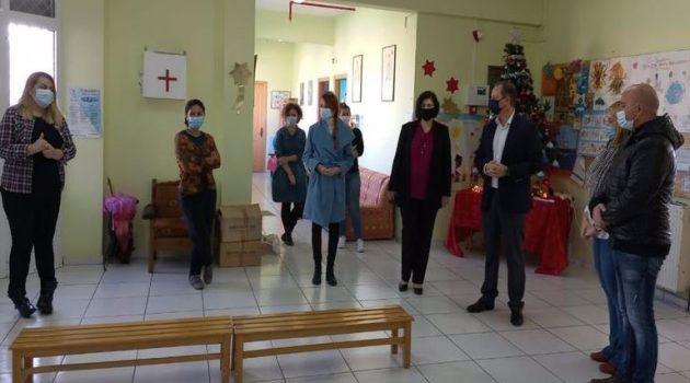 Ο Σπήλιος Λιβανός στα Ειδικά Σχολεία της Αιτ/νίας (Photos)