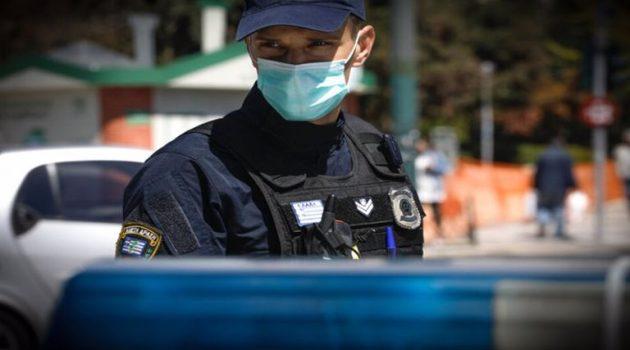 Αστυνομικοί σταματούν τα οχήματα προς την Τουρλίδα και ενημερώνουν (Photos)