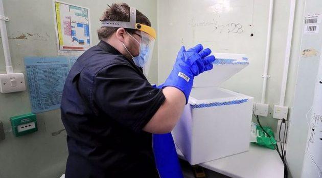 «Ώρα εμβολιασμού» στη Βρετανία – Έφτασε στο Λονδίνο η πρώτη παρτίδα