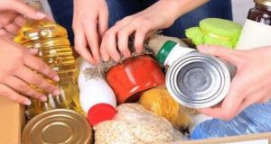Ι.Ν. Αγίας Τριάδος Αγρινίου: Συγκέντρωση τροφίμων