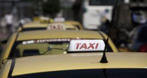 Ιόνια Οδός: Συνελήφθησαν τέσσερις μετανάστες και ένας οδηγός ταξί