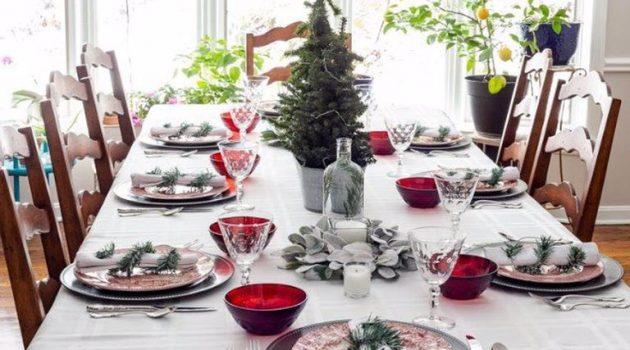 Πρωτόγνωρα Χριστούγεννα με όριο ατόμων στο τραπέζι και SMS παντού