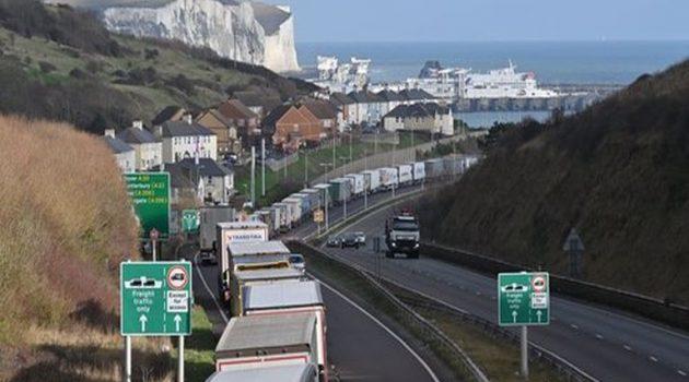 Βρετανία: Χριστούγεννα μέσα στα φορτηγά για χιλιάδες οδηγούς
