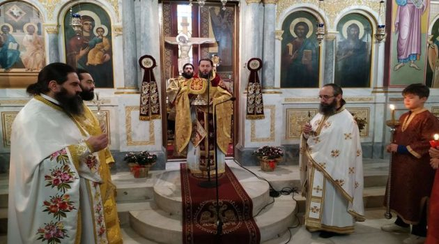 Αγ. Τριάδα Αγρινίου: Tης Σύναξης της θαυματουργής Εικόνας της Παναγίας Παραμυθίας (Photos)
