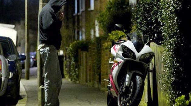Άνδρες της Ο.Π.Κ.Ε., συνέλαβαν νεαρό για κλοπή μοτοσυκλέτας στο Αγρίνιο