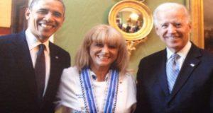 Η Ναυπάκτια Μαρία Λόη ανάμεσα σε δύο Προέδρους των Η.Π.Α.…