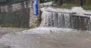 Μεσολόγγι: Σε ποτάμι μετατράπηκε ο δρόμος του Άη Συμιού –…