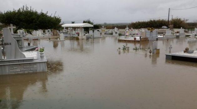 Ανέβηκε η στάθμη στη Μπούκα, πλημμύρισε το νεκροταφείο (Video – Photos)