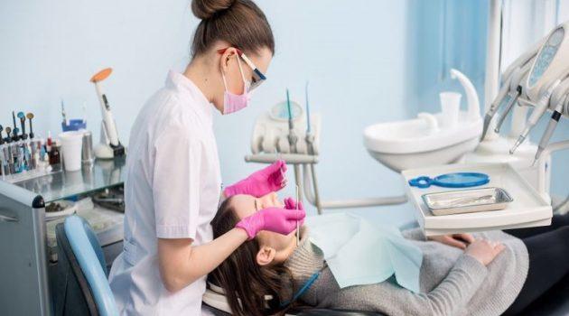 Καταγγελία οδοντιάτρων για την καθυστέρηση του εμβολιασμού τους