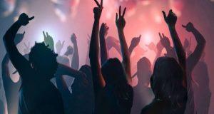 Πώς στήνονται κορωνο-πάρτι σε σπίτια που μισθώνονται μέσω Airbnb