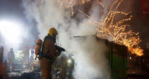 Ολλανδία: Τρίτη νύχτα ταραχών κατά της απαγόρευσης κυκλοφορίας – Πάνω…